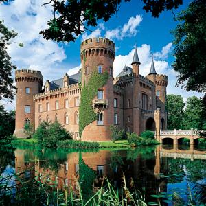 moyland-castle-germany-1500-pc-jigsaw-puzzle