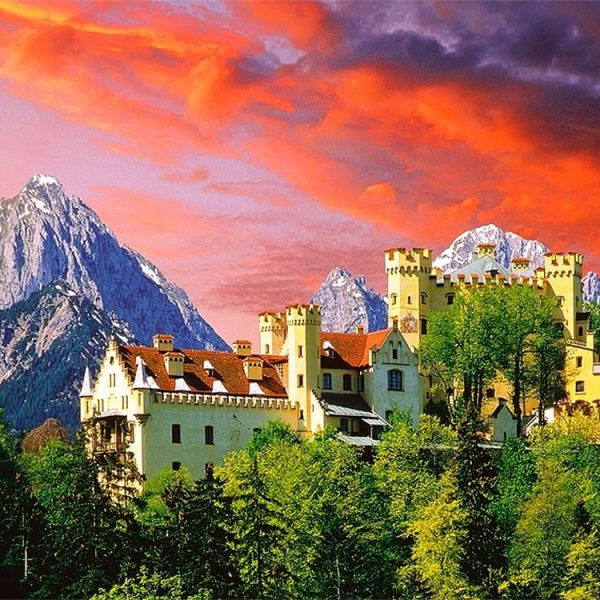 The Hohenschwangau Castle 2000 Piece Puzzle