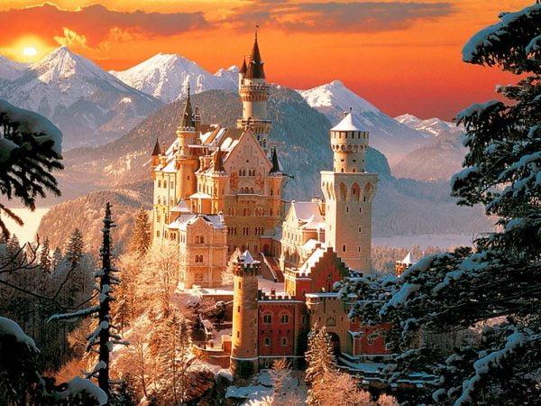 Wintry Neuschwanstein Castle 3000 Piece Puzzle