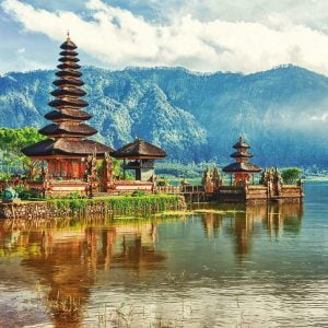 Temple Ulun Danu Bali Indonesia 2000 Piece Jigsaw Puzzle - Educa